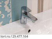 Fragment of conventional faucet in the bathroom. Стоковое фото, фотограф Володина Ольга / Фотобанк Лори