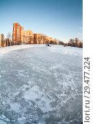 Купить «Натуральный каток на замерзшем озере в спальном микрорайоне города. Санкт-Петербург», фото № 29477224, снято 23 февраля 2016 г. (c) Кекяляйнен Андрей / Фотобанк Лори