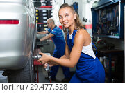 Купить «female mechanic working on car tyre service», фото № 29477528, снято 19 сентября 2019 г. (c) Яков Филимонов / Фотобанк Лори