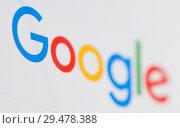 Купить «Лого поисковой системы Google на экране планшета», фото № 29478388, снято 26 ноября 2018 г. (c) Екатерина Овсянникова / Фотобанк Лори