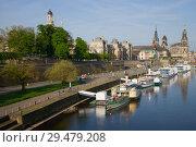 Весеннее утро на набережной реки Эльба в историческеом центре Дрездена. Германия (2018 год). Стоковое фото, фотограф Виктор Карасев / Фотобанк Лори