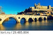 Купить «Image of Pont Vieux and St Nazaire Cathedral in Beziers», фото № 29485804, снято 1 декабря 2017 г. (c) Яков Филимонов / Фотобанк Лори
