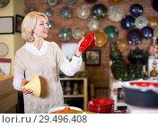 Купить «Woman posing with ceramic tableware», фото № 29496408, снято 31 октября 2016 г. (c) Яков Филимонов / Фотобанк Лори