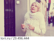 Купить «Perplexed woman is came to the address for meet with someone», фото № 29496444, снято 21 декабря 2017 г. (c) Яков Филимонов / Фотобанк Лори