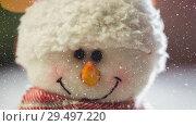 Купить «Falling snow with Christmas snowman decoration», видеоролик № 29497220, снято 15 сентября 2019 г. (c) Wavebreak Media / Фотобанк Лори