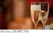 Купить «Video composition with falling snow over desk with two glasses with champagne», видеоролик № 29497716, снято 13 декабря 2018 г. (c) Wavebreak Media / Фотобанк Лори