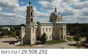 Купить «View of white-stone Orthodox church of Life-Giving Trinity in Gus-Zhelezny, Ryazan region, Russia», видеоролик № 29508292, снято 28 июня 2018 г. (c) Яков Филимонов / Фотобанк Лори