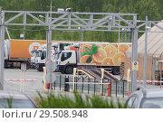 "Купить «База грузовиков компании ""Дикси""», фото № 29508948, снято 2 июня 2018 г. (c) Нина Карымова / Фотобанк Лори"