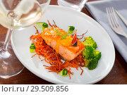 Купить «Deliciously steak of fried salmon with smoked carrots, broccoli and fig», фото № 29509856, снято 14 октября 2019 г. (c) Яков Филимонов / Фотобанк Лори
