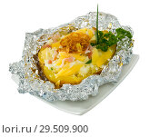 Купить «Cooked baked potatoes in foil with filling of bacon, fried onion and cheese», фото № 29509900, снято 16 декабря 2018 г. (c) Яков Филимонов / Фотобанк Лори