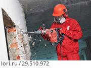 Купить «worker with demolition hammer breaking interior wall», фото № 29510972, снято 3 октября 2018 г. (c) Дмитрий Калиновский / Фотобанк Лори
