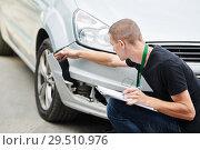 Купить «Insurance agent recording car damage on claim form», фото № 29510976, снято 6 сентября 2018 г. (c) Дмитрий Калиновский / Фотобанк Лори