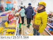 Купить «Beautiful mature woman chooses chewing gum and sweets at the store.», фото № 29511564, снято 25 октября 2018 г. (c) Акиньшин Владимир / Фотобанк Лори