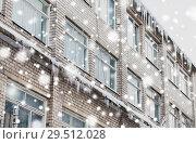 Купить «icicles on building or living house facade», фото № 29512028, снято 11 ноября 2016 г. (c) Syda Productions / Фотобанк Лори