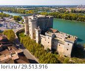Купить «Aerial view of Chateau de Tarascon», фото № 29513916, снято 13 октября 2018 г. (c) Яков Филимонов / Фотобанк Лори
