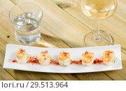 Купить «Grilled shrimps on rice balls», фото № 29513964, снято 19 января 2019 г. (c) Яков Филимонов / Фотобанк Лори