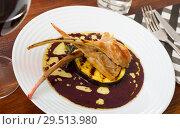 Купить «Baked lamb ribs with eggplant in wine sauce», фото № 29513980, снято 16 февраля 2019 г. (c) Яков Филимонов / Фотобанк Лори