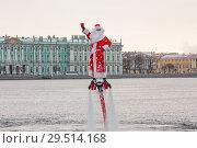 Дед мороз на флайборде в центре Петербурга на фоне Зимнего дворца (2014 год). Редакционное фото, фотограф Евгений Кашпирев / Фотобанк Лори