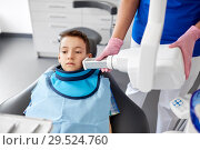 Купить «dentist making x-ray of kid teeth at dental clinic», фото № 29524760, снято 22 апреля 2018 г. (c) Syda Productions / Фотобанк Лори