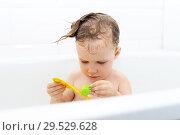 Купить «Happy little girl taking bath and playing toys», фото № 29529628, снято 21 августа 2018 г. (c) ivolodina / Фотобанк Лори