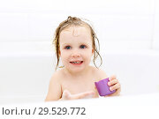 Happy little girl bathing and playing toys. Стоковое фото, фотограф ivolodina / Фотобанк Лори