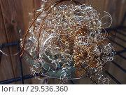 Купить «Стружка бронзовая в тарелке с ручками», эксклюзивное фото № 29536360, снято 28 ноября 2018 г. (c) Анатолий Матвейчук / Фотобанк Лори