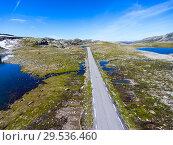 Купить «Живописная трасса Fv243 Aurlandsfjellet между городами Лердальсёйри (Laedalsoyri) и Эурланнванген (Aurlandsvangen), Норвегия», фото № 29536460, снято 7 июля 2018 г. (c) Кекяляйнен Андрей / Фотобанк Лори