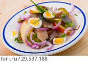Купить «Herring with apples, pickles, onion», фото № 29537188, снято 23 марта 2019 г. (c) Яков Филимонов / Фотобанк Лори
