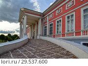 Купить «Moscow, Russia -June 6, 2016. Palace of Count Sheremetev in estate Kuskovo. entrance», фото № 29537600, снято 6 июня 2016 г. (c) Володина Ольга / Фотобанк Лори