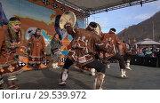 Incendiary dance of indigenous inhabitants of Kamchatka with tambourine (2018 год). Редакционное видео, видеограф А. А. Пирагис / Фотобанк Лори