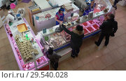 Купить «Top view of fish market trading floor, people buying fish and seafood», видеоролик № 29540028, снято 1 декабря 2018 г. (c) А. А. Пирагис / Фотобанк Лори