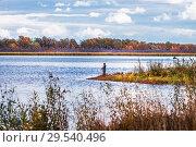 Купить «Река Холодная, Сузунский район, Новосибирская область, Западная Сибирь, Россия. Рыбак на реке ловит щуку осенним днём», фото № 29540496, снято 22 сентября 2018 г. (c) Евгений Мухортов / Фотобанк Лори
