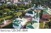 Купить «View from drones of Spaso-Preobrazhensky monastery in Murom», видеоролик № 29541864, снято 27 июня 2018 г. (c) Яков Филимонов / Фотобанк Лори