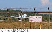 Купить «Airbus A320 landing at Phuket airport», видеоролик № 29542048, снято 1 декабря 2018 г. (c) Игорь Жоров / Фотобанк Лори