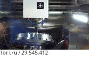 Купить «A modern CNC milling machine makes a large cogwheel», видеоролик № 29545412, снято 28 октября 2018 г. (c) Андрей Радченко / Фотобанк Лори