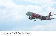Купить «Airbus A320 approaching», видеоролик № 29545576, снято 1 декабря 2016 г. (c) Игорь Жоров / Фотобанк Лори