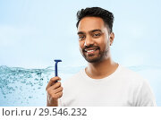 Купить «indian man shaving beard with razor blade», фото № 29546232, снято 27 октября 2018 г. (c) Syda Productions / Фотобанк Лори