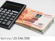Купить «Российские деньги и карманный калькулятор на светлом фоне», фото № 29546588, снято 3 декабря 2018 г. (c) Игорь Низов / Фотобанк Лори