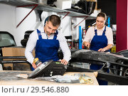 Купить «Mechanic polishing headlight», фото № 29546880, снято 4 апреля 2018 г. (c) Яков Филимонов / Фотобанк Лори