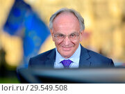 Купить «Peter Bone MP (Con: Wellingborough) being interviewed on College Green, Westminster, November 2018.», фото № 29549508, снято 14 ноября 2018 г. (c) age Fotostock / Фотобанк Лори