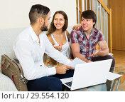 Купить «Smiling couple and salesman talking», фото № 29554120, снято 16 декабря 2018 г. (c) Яков Филимонов / Фотобанк Лори