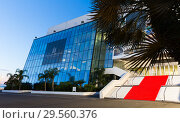 Купить «Palais of Festivals and Conferences, Cannes», фото № 29560376, снято 3 декабря 2017 г. (c) Яков Филимонов / Фотобанк Лори