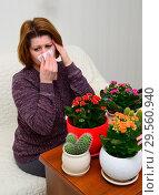 Купить «Woman with allergic rhinitis from indoor plants», фото № 29560940, снято 20 ноября 2017 г. (c) Володина Ольга / Фотобанк Лори
