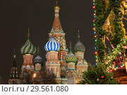 Купить «Moscow, Russia, December 4, 2018. View of the domes of St. Basil's Cathedral and New Year's decorations on trees in Red Square in the evening city», фото № 29561080, снято 4 декабря 2018 г. (c) Яна Королёва / Фотобанк Лори