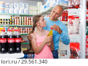 Купить «man and daughter buying drinks», фото № 29561340, снято 4 июля 2018 г. (c) Яков Филимонов / Фотобанк Лори