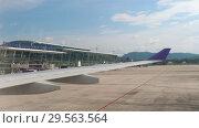 Купить «International Terminal in Phuket Airport», видеоролик № 29563564, снято 25 ноября 2018 г. (c) Игорь Жоров / Фотобанк Лори