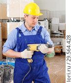 Купить «Builder drilling wall with perforator», фото № 29564428, снято 4 мая 2018 г. (c) Яков Филимонов / Фотобанк Лори