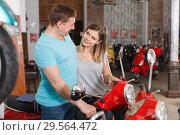 Купить «Man with woman are choosing modern motobikes», фото № 29564472, снято 8 мая 2018 г. (c) Яков Филимонов / Фотобанк Лори