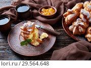 Купить «Profiterole topped with powdered sugar, dark style», фото № 29564648, снято 6 декабря 2018 г. (c) Oksana Zh / Фотобанк Лори