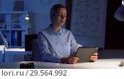 Купить «businesswoman having video call at night office», видеоролик № 29564992, снято 10 декабря 2018 г. (c) Syda Productions / Фотобанк Лори